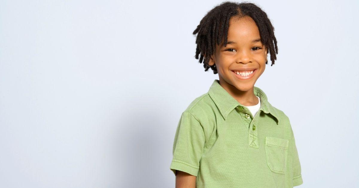 menino sorridentes - cirurgia de postectomia