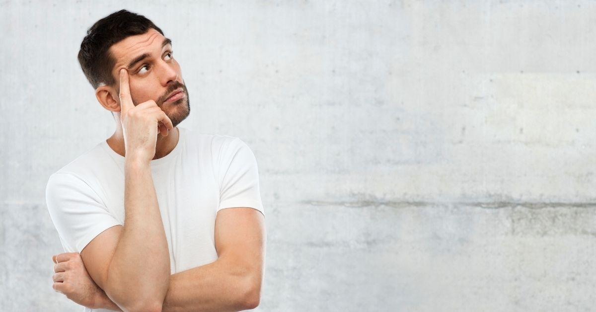 paciente com expressão de dúvida- dúvidas dos homens no urologista